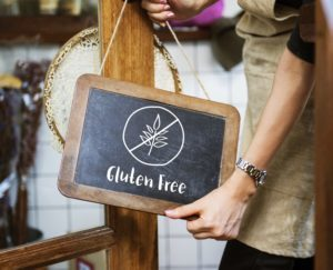 Picture of gluten free sign at a restaurant which is appealing to someone on a functional nutrition elimination diet plan.